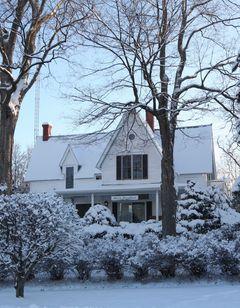 Eleven Gables Inn & Cottage