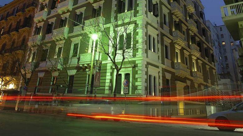 Garibaldi Hotel Exterior
