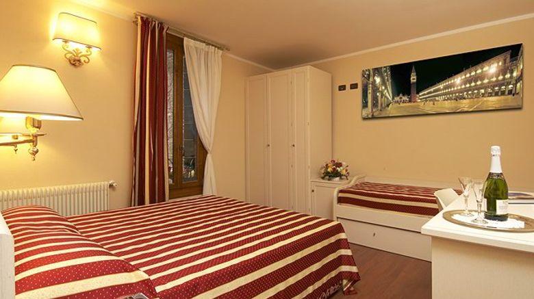 Casanova Ai Tolentini B and B Room