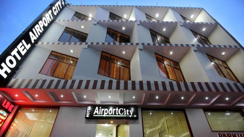 Hotel Airport City Exterior