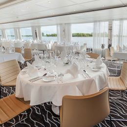 Emerald Radiance Cruise Schedule + Sailings