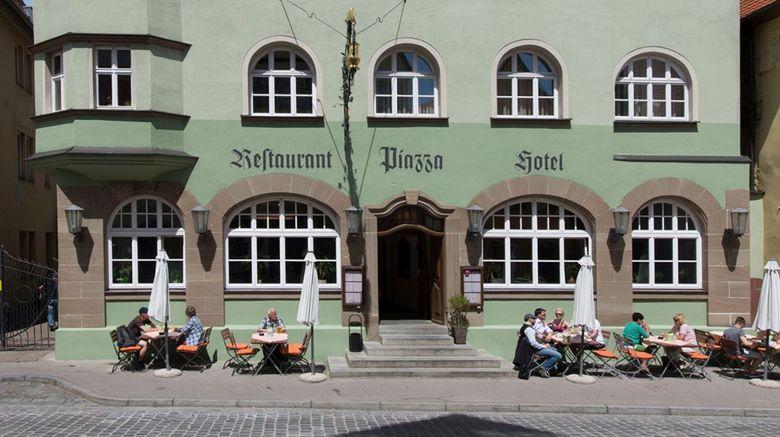 Hotel Restaurant Piazza Exterior