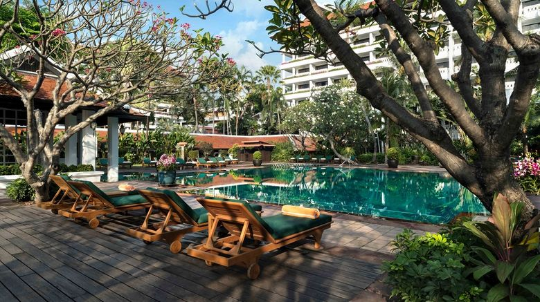 <b>Anantara Riverside Bangkok Resort Pool</b>
