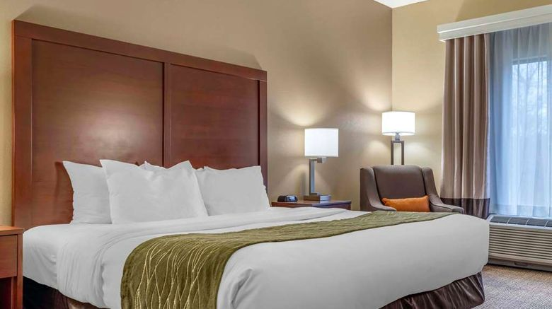 """Comfort Inn Room. Images powered by <a href=""""http://web.iceportal.com"""" target=""""_blank"""" rel=""""noopener"""">Ice Portal</a>."""