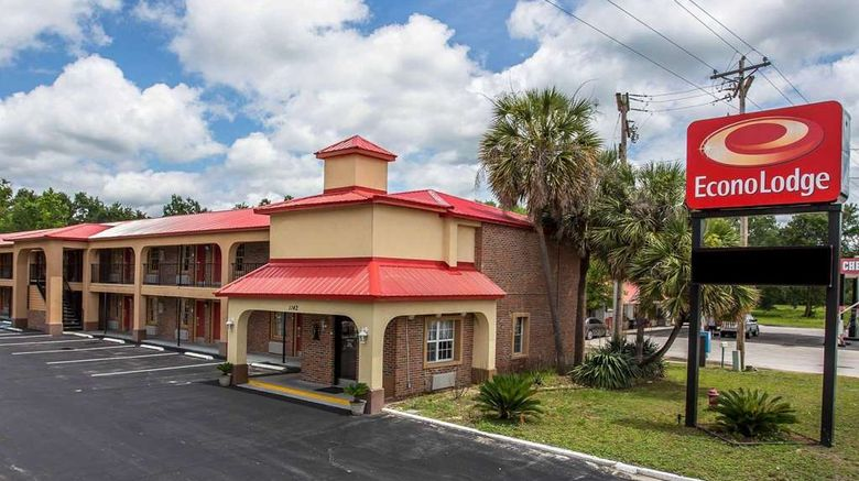 """Econo Lodge Waterboro Exterior. Images powered by <a href=""""http://web.iceportal.com"""" target=""""_blank"""" rel=""""noopener"""">Ice Portal</a>."""