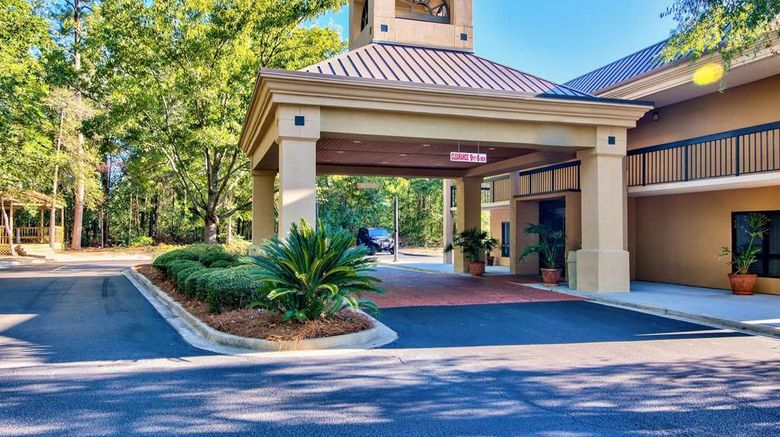 """Clarion Inn Exterior. Images powered by <a href=""""http://web.iceportal.com"""" target=""""_blank"""" rel=""""noopener"""">Ice Portal</a>."""