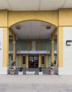 Econo Lodge & Suites Coliseum