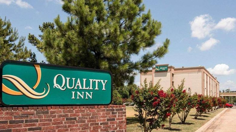 """Quality Inn Shreveport Exterior. Images powered by <a href=""""http://web.iceportal.com"""" target=""""_blank"""" rel=""""noopener"""">Ice Portal</a>."""