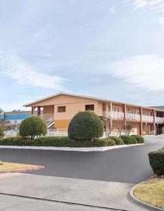 Days Inn & Suites Arlington