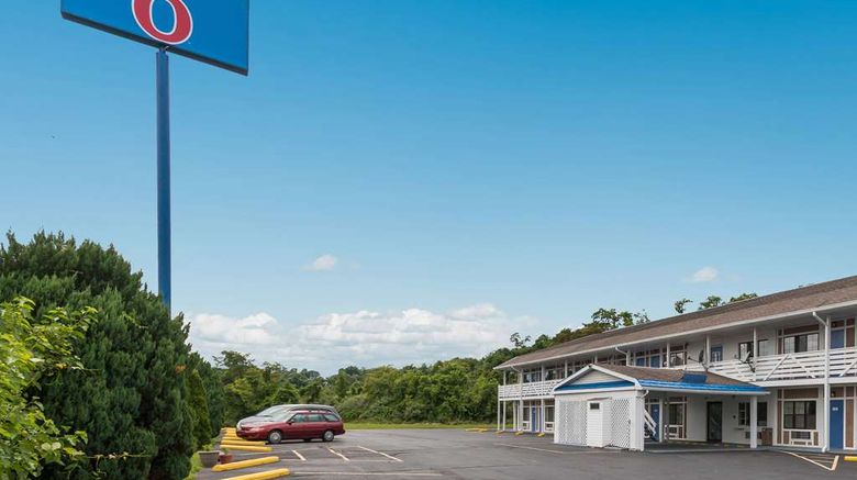 """Motel 6 Parkersburg Exterior. Images powered by <a href=""""http://web.iceportal.com"""" target=""""_blank"""" rel=""""noopener"""">Ice Portal</a>."""