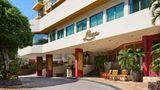 Luana Waikiki Hotel & Suites Exterior