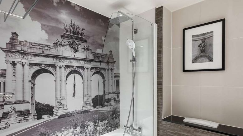 """<b>Radisson Collection Grand Place Brussels Room</b>. Images powered by <a href=""""https://iceportal.shijigroup.com/"""" title=""""IcePortal"""" target=""""_blank"""">IcePortal</a>."""