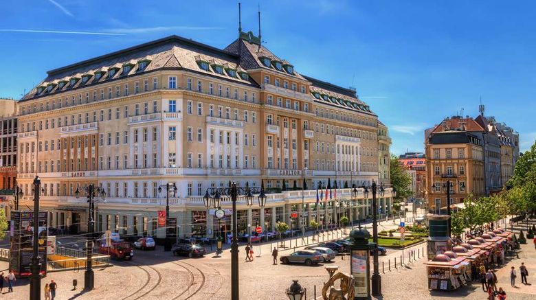 """Radisson Blu Carlton Hotel Exterior. Images powered by <a href=""""http://web.iceportal.com"""" target=""""_blank"""" rel=""""noopener"""">Ice Portal</a>."""