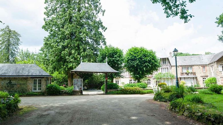 """Hotel The Originals Le Manoir du Lys Exterior. Images powered by <a href=""""http://web.iceportal.com"""" target=""""_blank"""" rel=""""noopener"""">Ice Portal</a>."""