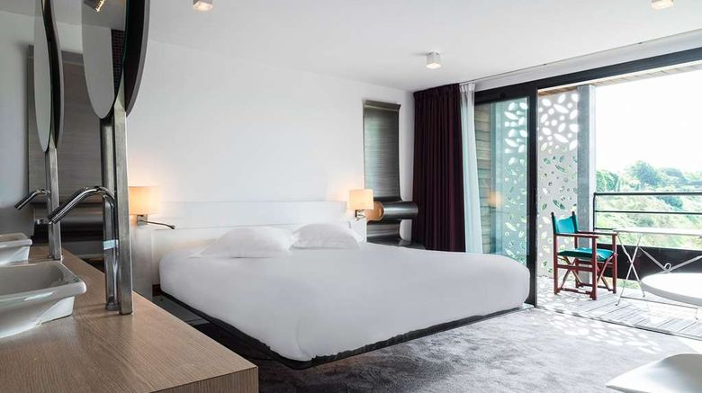 """<b>Logis Hotel Les Jardins du Lac Suite</b>. Images powered by <a href=""""https://iceportal.shijigroup.com/"""" title=""""IcePortal"""" target=""""_blank"""">IcePortal</a>."""