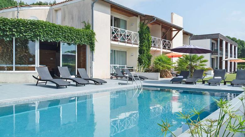 """<b>Logis Hotel Les Jardins du Lac Pool</b>. Images powered by <a href=""""https://iceportal.shijigroup.com/"""" title=""""IcePortal"""" target=""""_blank"""">IcePortal</a>."""