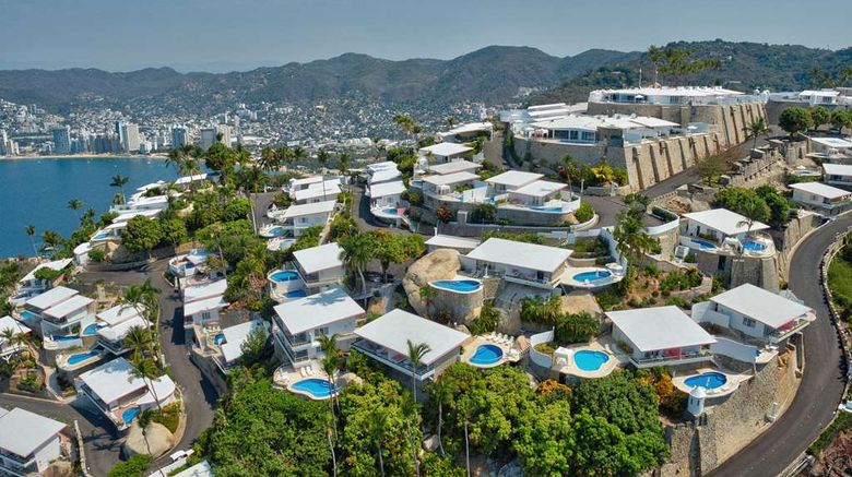 """Las Brisas Acapulco Exterior. Images powered by <a href=""""http://web.iceportal.com"""" target=""""_blank"""" rel=""""noopener"""">Ice Portal</a>."""