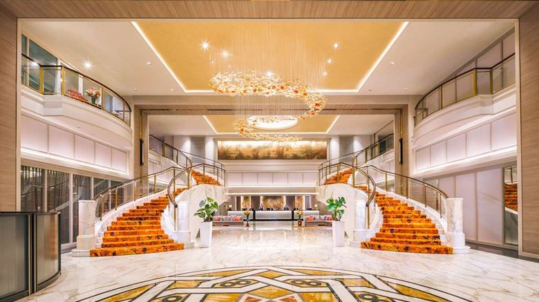 """Royal Plaza on Scotts Lobby. Images powered by <a href=""""http://web.iceportal.com"""" target=""""_blank"""" rel=""""noopener"""">Ice Portal</a>."""