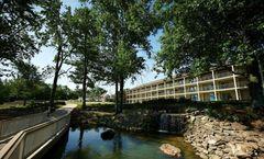 Fourwinds Lakeside Inn Marina