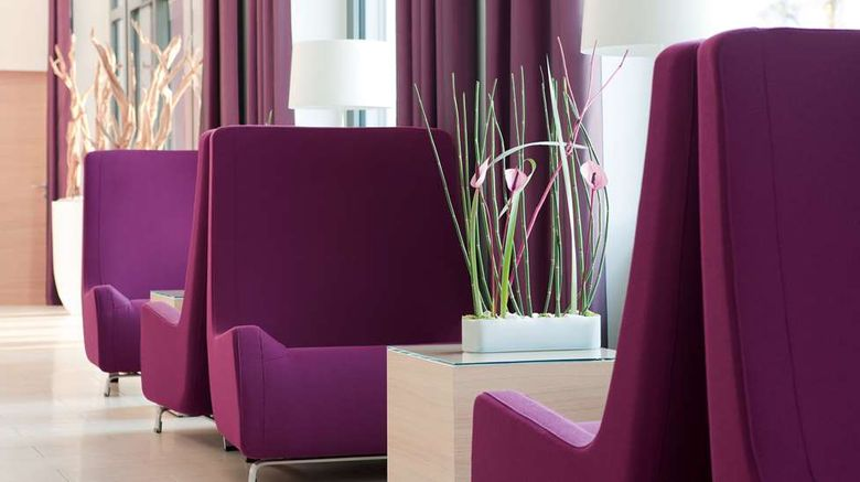 """<b>Best Western Plus Welcome Hotel FRA Lobby</b>. Images powered by <a href=""""https://iceportal.shijigroup.com/"""" title=""""IcePortal"""" target=""""_blank"""">IcePortal</a>."""