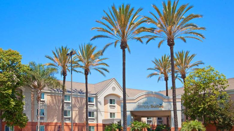 """Sonesta Simply Suites Orange County Arpt Exterior. Images powered by <a href=""""http://web.iceportal.com"""" target=""""_blank"""" rel=""""noopener"""">Ice Portal</a>."""