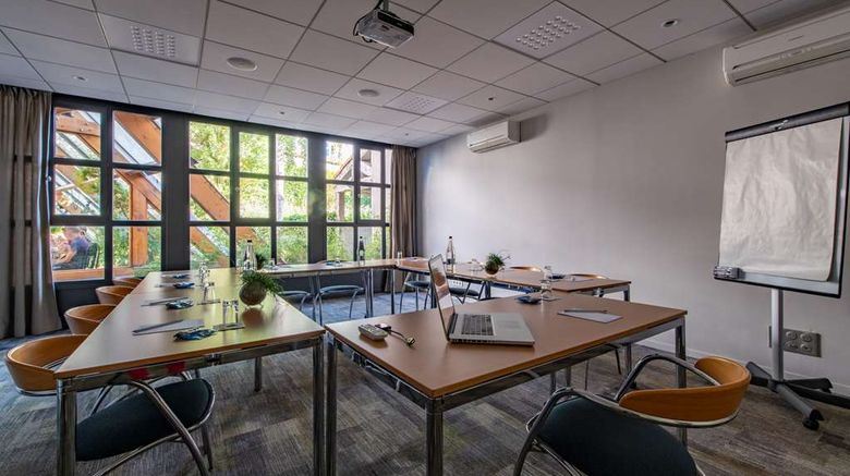 """<b>Hotel Saint-Nicolas Meeting</b>. Images powered by <a href=""""https://iceportal.shijigroup.com/"""" title=""""IcePortal"""" target=""""_blank"""">IcePortal</a>."""