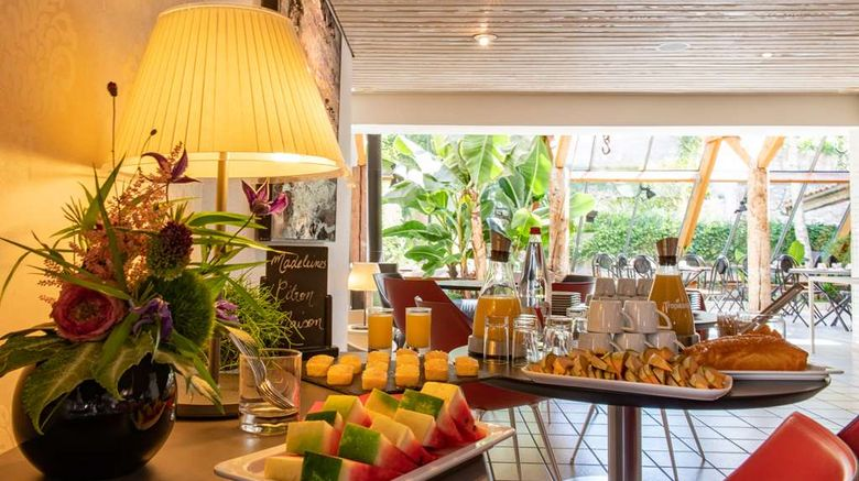 """<b>Hotel Saint-Nicolas Restaurant</b>. Images powered by <a href=""""https://iceportal.shijigroup.com/"""" title=""""IcePortal"""" target=""""_blank"""">IcePortal</a>."""
