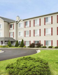 Country Inn & Suites Grand Rapids Airport