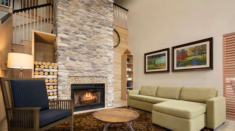 """Country Inn  and  Suites Willamsburg Lobby. Images powered by <a href=""""http://web.iceportal.com"""" target=""""_blank"""" rel=""""noopener"""">Ice Portal</a>."""