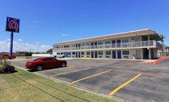 Motel 6 Corpus Christi East