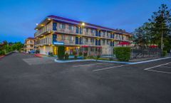 Motel 6 Kirkland