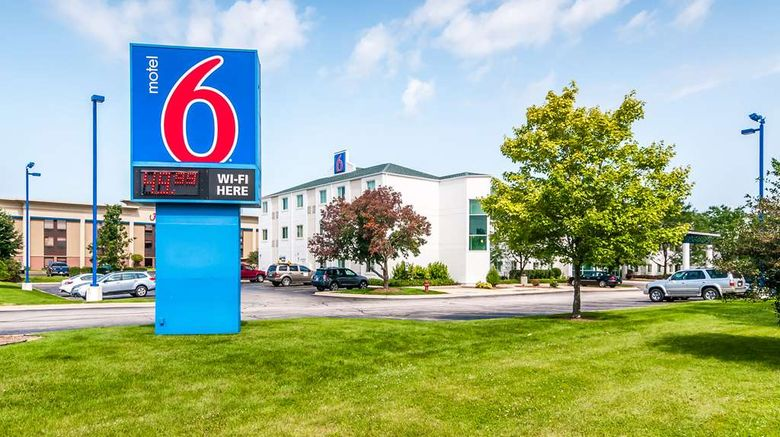 """Motel 6 Chicago Joliet  I-55 Exterior. Images powered by <a href=""""http://web.iceportal.com"""" target=""""_blank"""" rel=""""noopener"""">Ice Portal</a>."""
