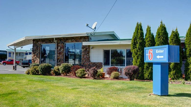 """Motel 6 Bend Oregon Exterior. Images powered by <a href=""""http://web.iceportal.com"""" target=""""_blank"""" rel=""""noopener"""">Ice Portal</a>."""
