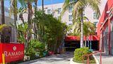 Ramada Plaza West Hollywood Hotel/Suites Exterior