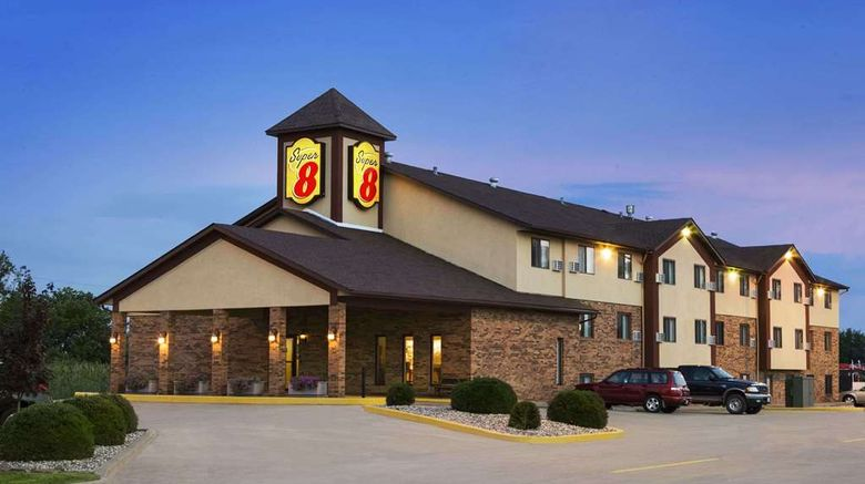 """Super 8 Marion Exterior. Images powered by <a href=""""http://web.iceportal.com"""" target=""""_blank"""" rel=""""noopener"""">Ice Portal</a>."""