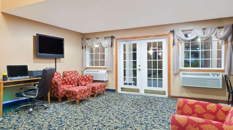 """Days Inn Brunswick Bath Area Lobby. Images powered by <a href=""""http://web.iceportal.com"""" target=""""_blank"""" rel=""""noopener"""">Ice Portal</a>."""