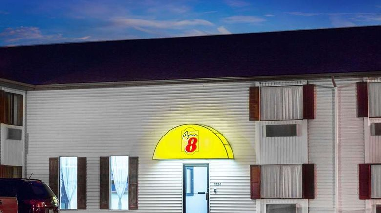 """Super 8 Columbus Exterior. Images powered by <a href=""""http://web.iceportal.com"""" target=""""_blank"""" rel=""""noopener"""">Ice Portal</a>."""