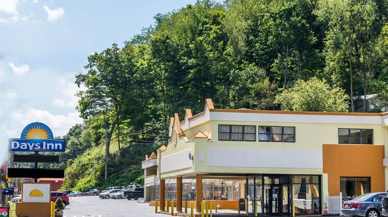 """Days Inn Pittsburgh Exterior. Images powered by <a href=""""http://web.iceportal.com"""" target=""""_blank"""" rel=""""noopener"""">Ice Portal</a>."""