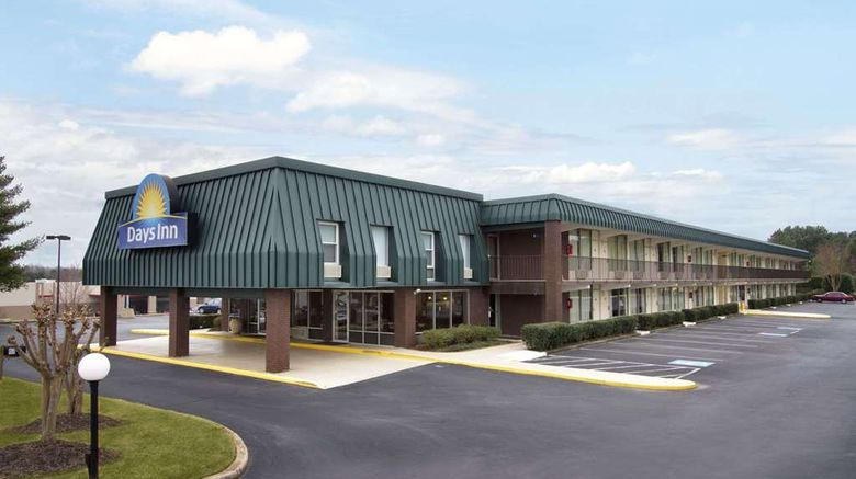 """Days Inn Seneca Exterior. Images powered by <a href=""""http://web.iceportal.com"""" target=""""_blank"""" rel=""""noopener"""">Ice Portal</a>."""