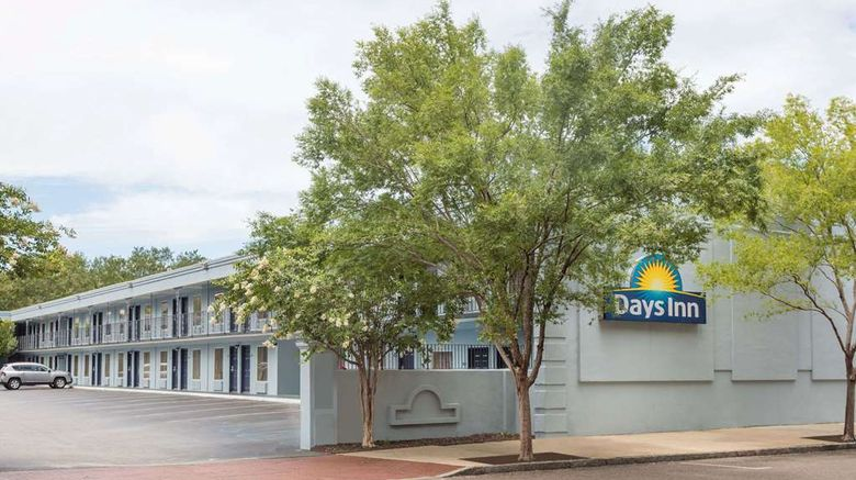 """Days Inn Charleston Historic District Exterior. Images powered by <a href=""""http://web.iceportal.com"""" target=""""_blank"""" rel=""""noopener"""">Ice Portal</a>."""