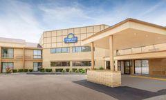 Days Inn & Suites Madison Heights MI