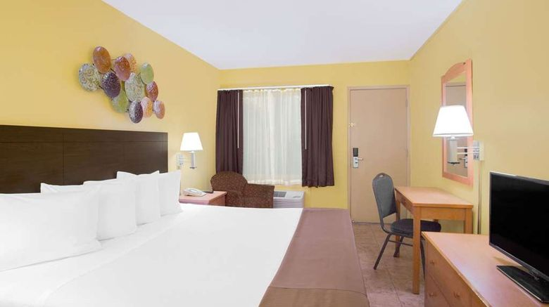 """<b>Travelodge San Francisco Central Room</b>. Images powered by <a href=""""https://iceportal.shijigroup.com/"""" title=""""IcePortal"""" target=""""_blank"""">IcePortal</a>."""