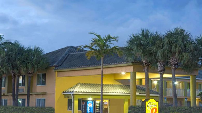 """Super 8 Dania/Fort Lauderdale Arpt Exterior. Images powered by <a href=""""http://web.iceportal.com"""" target=""""_blank"""" rel=""""noopener"""">Ice Portal</a>."""