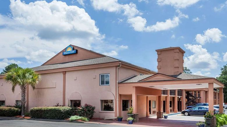 """Days Inn Columbia Exterior. Images powered by <a href=""""http://web.iceportal.com"""" target=""""_blank"""" rel=""""noopener"""">Ice Portal</a>."""
