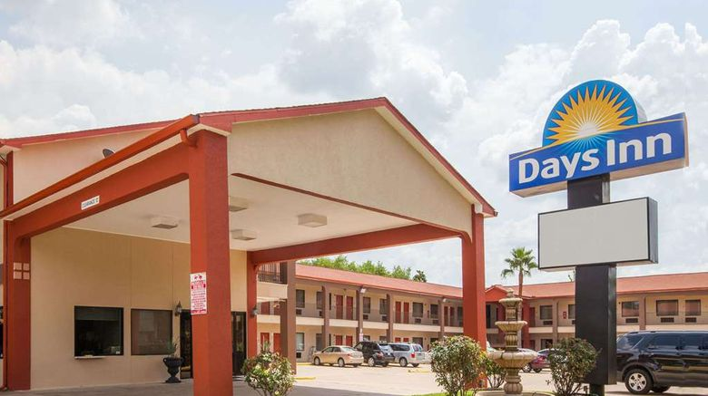 """Days Inn Houston-Galleria Exterior. Images powered by <a href=""""http://web.iceportal.com"""" target=""""_blank"""" rel=""""noopener"""">Ice Portal</a>."""