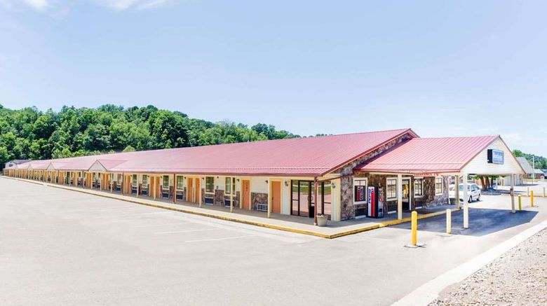 """Travelodge Parkersburg Exterior. Images powered by <a href=""""http://web.iceportal.com"""" target=""""_blank"""" rel=""""noopener"""">Ice Portal</a>."""