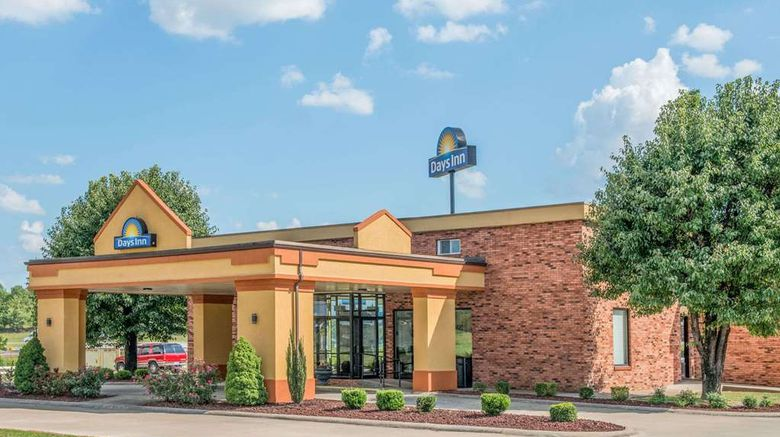 """Days Inn Calvert City Exterior. Images powered by <a href=""""http://web.iceportal.com"""" target=""""_blank"""" rel=""""noopener"""">Ice Portal</a>."""