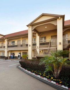 Days Inn & Suites Houston Hobby Airport