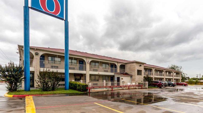 "Motel 6 San Antonio Splashtown Exterior. Images powered by <a href=""http://web.iceportal.com"" target=""_blank"" rel=""noopener"">Ice Portal</a>."