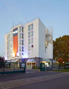 Kyriad De Colombe Hotel